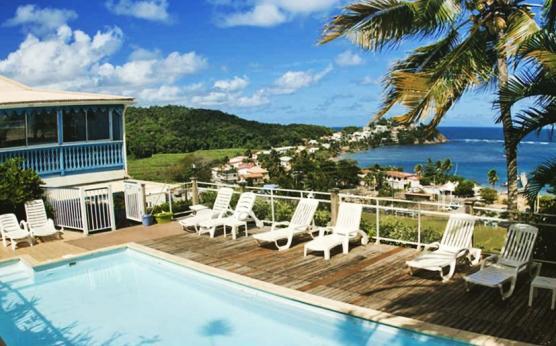 Hotel Le Manguier Martinique Piscine.jpg