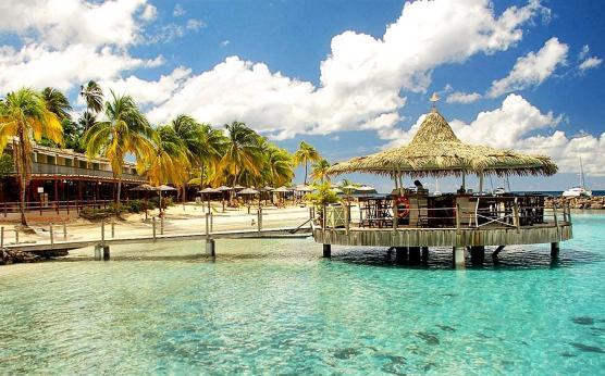 Hôtel Bakoua plage privée vue mer piscine.jpg