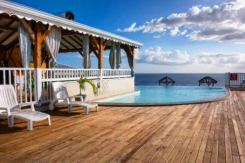 Martinique village pomme cannelle - piscine vue mer.jpg