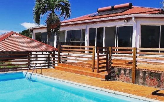 Villa calme Martinique vue mer et montagne (1) - Copie.jpg