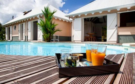 Villa créole Martinique piscine privée vue mer (9).jpg