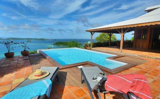 Villa créole vue mer piscine privée Martinique.jpg
