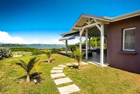Villa haut de gamme vue mer et piscine privée en Martinique (1).jpg