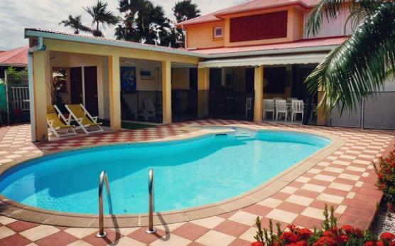 Villa piscine privée sécurisée Martinique (2).jpg