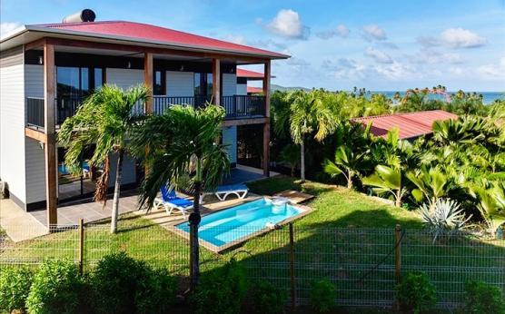 Villa piscine privée vue mer Pointe Faula Martinique (9).jpg