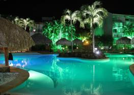 HotelLaPagerie_-_Piscine_Nuit_1.JPG