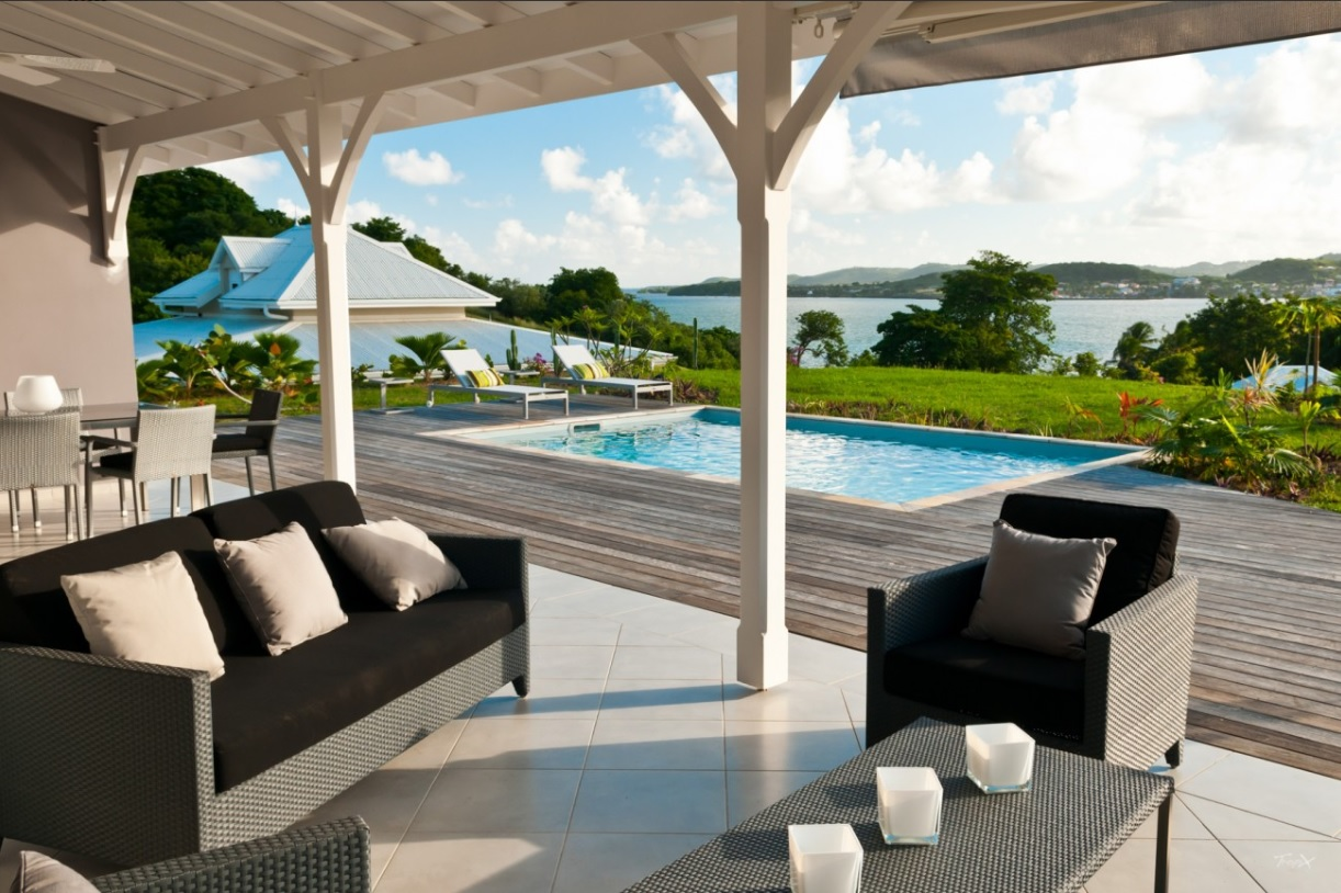 Villa de prestige avec vue panoramique et piscine for Villa et prestige