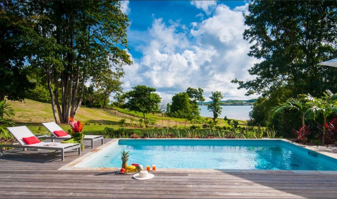 Villa luxe avec piscine priv e vue mer martinique for Villa piscine martinique