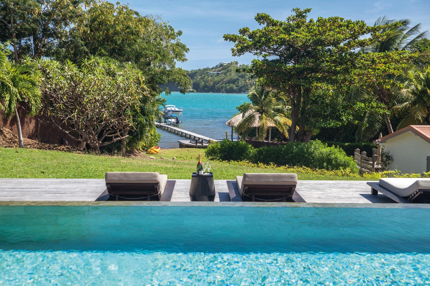 Luxury villa in martinique for an exclusive stay for Villa piscine martinique